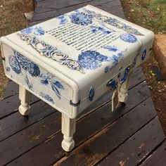French Country Suitcase Table Luggage Coffee Table Farmhouse Coffee Table End Table Vintage Painted Suitcase Antique Legs with Casters - EN Decoupage Suitcase, Painted Suitcase, Suitcase Decor, Decoupage Furniture, Funky Furniture, Refurbished Furniture, Plywood Furniture, Paint Furniture, Repurposed Furniture