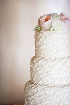 Textured white wedding #cake topped with blooms | Photography: Ryon Lockhart Photography - ryonlockhart.com  Read More: http://www.stylemepretty.com/california-weddings/2014/05/03/la-venta-inn-summer-wedding/