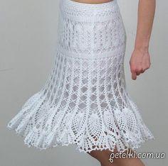 Hermoso blanco falda de ganchillo a cielo abierto. Esquemas