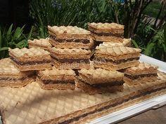 Napolitane cu crema de caramele si ciocolata Desserts With Biscuits, Mini Desserts, Delicious Desserts, Romanian Desserts, Romanian Food, Cream Cheese Flan, Condensed Milk Cake, Cake Factory, Wafer Cookies