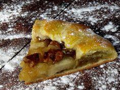 Tarta cu mere si nuci - CAIETUL CU RETETE Hot Dog Buns, Hot Dogs, Cheesesteak, Deserts, Bread, Ethnic Recipes, Food, Pie, Brot