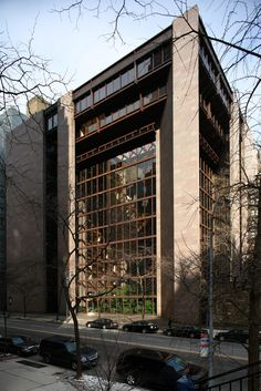 Roche & Dinkeloo Assocs., Ford Foundation Building, New York City, 1967