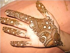 The style and fashion appetite by applying some of these latest designs mehndi that can boost your style statement. Fresh Mehndi designs 2013, you can see in the styles Arabs, Pakistanis and Indians.