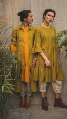 Beautiful linen-khadi Kurtis with western +traditional silhouettes. Stylish Dresses, Casual Dresses, Fashion Dresses, Women's Fashion, Dress Indian Style, Indian Wear, Indian Designer Outfits, Indian Outfits, Casual Indian Fashion
