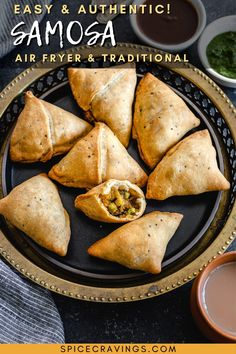Best samosa recipe with step-by-step instructions on the dough, filling and fold in the air fryer, baked or deep-fried. #samosa #indianappetizerrecipes #indiansnackrecipes Make Ahead Appetizers, Indian Appetizers, Indian Desserts, Appetizer Recipes, Indian Chicken Recipes, Goan Recipes, Indian Food Recipes, Ethnic Recipes, Calzone Recipe