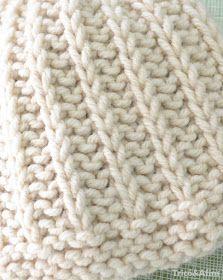 Sempre me perguntam se tenho alguma receita de gorro. E fico matutando em fazer algo que seja simples de fazer mas que também tenha u... Dishcloth Knitting Patterns, Knitting Stitches, Free Knitting, Stretchy Bind Off, Diy Crafts Knitting, Crochet Chain, Easy Stitch, Knitting Accessories, Learn To Crochet