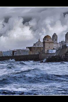 Hasta cuando el cielo está nublado #Cádiz es espectacular #CádizTodoelAño
