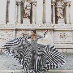 Twirl & swirl  ... #travelphotography #rome #travelgram #modestfashion #fashionista