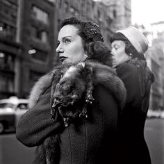 Street Gallery of photos taken by the photographer Vivian Maier. One of multiple galleries on the official Vivian Maier website. New York City, New York Street, Vivian Maier Street Photographer, Vivian Mayer, Chicago Magazine, Henri Cartier Bresson, Street Photography, Art Photography, Vintage New York