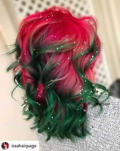 10 Brilliant Christmas Hair Color Ideas for 2019 Red and green hair is perfect for Christmas! It's the most wonderful time of the year! Do you love red and green hair? Hair with sparkle? Hair Dye Colors, Cool Hair Color, Girl Hair Colors, Hair Colour, Winter Hairstyles, Pretty Hairstyles, Scene Hairstyles, Wedding Hairstyles, Blue Hair