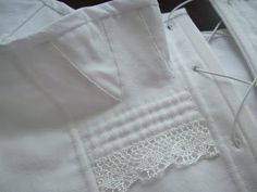 Romantic History: End of the Year Sewing ~ Regency Short Stays. LOVE this lace on these stays