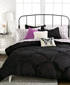 Love this scalloped black duvet.  Need to find some amazing printed sheets......
