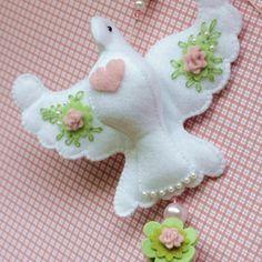 Felt Diy, Felt Crafts, Diy And Crafts, Arts And Crafts, Christmas Crafts, Christmas Ornaments, Animal Crafts, Felt Animals, Slipcovers