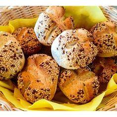 Heute morgen gab es leckere selbst gebackene Brötchen  dieser Duft morgens ist einfach herrlich  backt ihr auch gerne Brötchen oder Brot selber ? Und wenn ja welches ?  #lecker #brot #brötchen #Rezept #eat #essen #easy #instabake #ichliebeFoodblogs #perfekt #sweet #happy