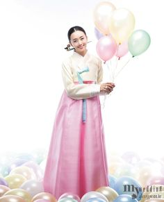 Love the 한복 Hanbok and the accessories / Traditional Korean dress Korean Hanbok, Korean Dress, Korean Traditional Dress, Traditional Dresses, Korean Women, Korean Girl, Princess Bubblegum, Seoul, Style Me