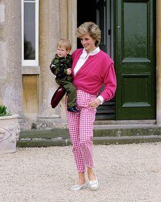 Princess Diana Fashion, Princess Diana Family, Princess Of Wales, Royal Princess, Midi Skirt Outfit, Lady Diana Spencer, Winter Trends, Royal Fashion, Ootd