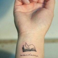 tatuaggi piccoli, tattoo, letteratura, libro, polso, scritte, simbolo, bianco e nero, semplici, femminile, maschile, linee, pagine bianche