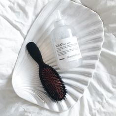 I've finally found the perfect product to add volume into fine and limp  scandi hair. Spray the Volume hair mist from Davines into wet had, before  you blow-dry. It will leave the hair soft and smooth, with a nice scent and  best of all: with a lot of volume!  Get it HERE