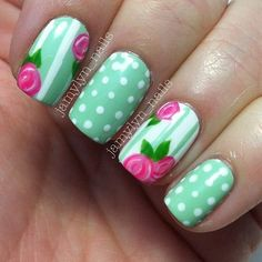 Beautiful summer nail design will mix well with light sundresses or other summer clothes. This manicure is refreshing in a