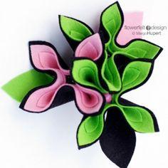 Broche de fieltro en verde y rosado