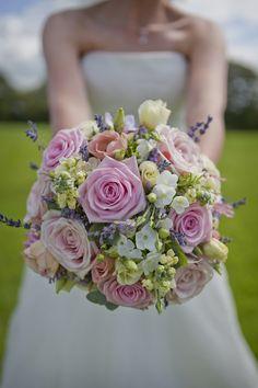 pretty pink wedding bouquet - Check out navarragardens.com for info on a beautiful Oregon wedding destination!