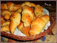 Česnekovo-sýrové rohlíčky Bread, Cheese, Recipes, Food, Meal, Food Recipes, Essen, Rezepte, Hoods