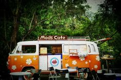 Mods cafè, an old VW camper Parked off in the Malaysian rainforest #thecoffeelocator