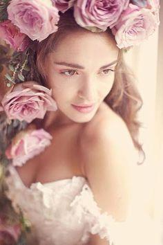 #Pretty girl #Rose head dress