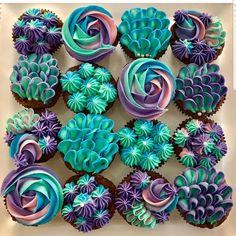 YES OR NO?? Mermaid cupcake by @septemberscakes OMG its so beautiful!!! the colours are on fleek!!!  #mermaid #mermaidcake #mermaidlife…