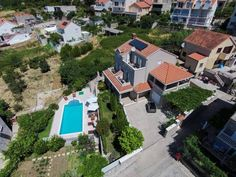 ?upa Dubrova?ka Guest House Mlini Featuring an outdoor pool surrounded by a terrace with sun loungers and parasols, ?upa Dubrova?ka Guest House is 500 metres from a beach and 9 km from both Dubrovnik and Cavtat. It offers air-conditioned accommodation with free Wi-Fi.