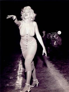 Marilyn Monroe at The Hollywood Stars vs All Stars. Charity Game at Gilmore Stadium, Los Angeles Ca. Art Marilyn Monroe, Estilo Marilyn Monroe, Bert Stern, Base Ball, Robert Mapplethorpe, Annie Leibovitz, Actrices Hollywood, Richard Avedon, Norma Jeane