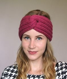 Rock the turban look with this easy to wear headband! Made from bulky yarn and featuring a unique construction, the Francine headband is a great statement piece that will keep you warm (and stylish…