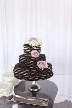 OMG this Oreo wedding cake is such a cool idea! This would be perfect for a bridal shower or a non-traditional wedding. #traditionalweddingcakes #weddingcakes