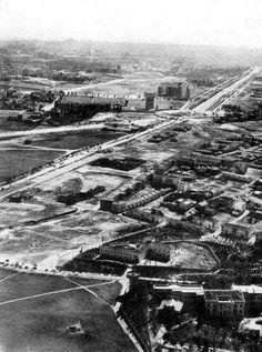 Suburbio de La Ventilla, años 50. En el tercio superior de la foto se ve el depósito del Canal de Isabel II, en Plaza de castilla y el Paseo de la Castellana. A la derecha, La Ventilla. Se distingue bastante bien el grupo de viviendas de Vía Limite.