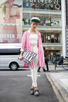 can i just express why you are so cool? ok, pink candy stripes = massive win if you can pull them off, plus dark green cap omg i want it but clutch you are so heaven.