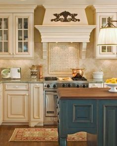 Wm Ohs Tuscany cabinetry in Meringue and Aquamarine finishes over maple and alder woods.  Small range hood.