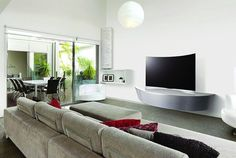 LG Curved TV / Grungy Gentleman
