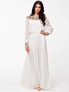 Perfect summer dress! Embellished Off Shoulder - Nly Eve - Hvit - Festkjoler - Klær - Kvinne - Nelly.com
