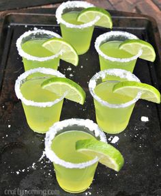 Jello shots can make a party go from boring to extremely fun. Check out these 21 different jello shot ideas for your next party! patricks day party jello shots 21 Jello Shots To Make For Your St. Tequila Jello Shots, Jello Shots Recept, Lime Jello Shots, Jello Shot Recipes, Jelly Shots, Summer Jello Shots, Easy Jello Shots, Jello Shooters, Salad Recipes