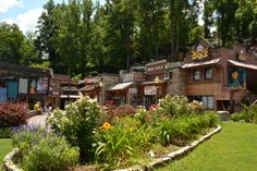Gatlinburg has mini gold, shops, and so many other great fun to be had for your whole family! #gatlinburg #minigolf