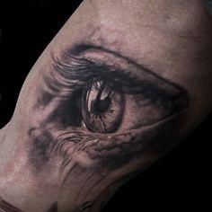 Niki Norberg: One of his amazing realistic eyes