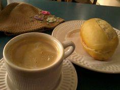 pao manteiga molhado no cafe com leite - Google Search