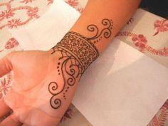 ستايل حنا على شكل اسوارة للمعصم #henna #Henna_wrist