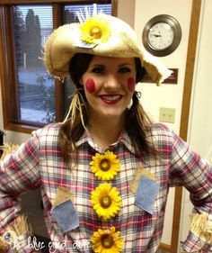 Scarecrow Halloween costume is another good idea. It's a simple look, because a scarecrow can wear anything. Halloween Costumes Scarecrow, Hallowen Costume, Creative Halloween Costumes, Cool Costumes, Halloween Themes, Halloween Crafts, Halloween Party, Costume Ideas, Scarecrow Hat
