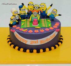 .minions cake.