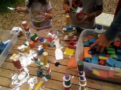 Teacher Tom - using shaving foam as 'cement' for wooden blocks! Preschool Classroom, Classroom Activities, Preschool Activities, Classroom Ideas, Kindergarten, Outdoor Games For Kids, Outdoor Learning, Outdoor Play, Building For Kids
