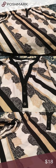 Beautiful Blouse It's says XL but runs big so I say more like a 1x. Flows very nicely looks good with boots 😊 open to offers New York & Company Tops Blouses