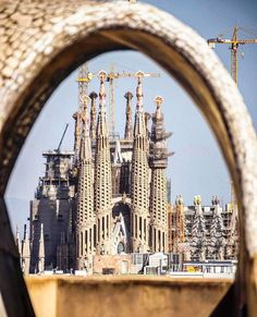 La Sagrada Família Amazing architecture for 135 years!It will be compeleted in2028! Photography @boi_wander Huiwei_p9 Barcelona