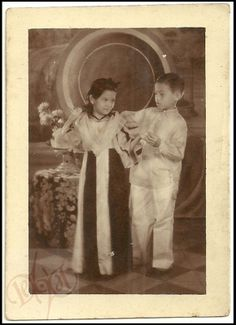too cute Philippines Fashion, Philippines Culture, Barong Tagalog, Alan Ritchson, Filipino Wedding, Filipiniana Dress, Philippine Art, Filipino Culture, Tropical Fashion