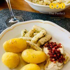 Состав для 4-х  порций:   ++камбала 4 шт. приблизительно по 300 гр. сок с половины лимона++ соль по вкусу++ немного черного перца++ 125 гр. бекона++ 6 ст. л.  муки++ 4 ст. л. топленного масла++ 3 ст. л. рубленой зелени петрушки++ 4 дольки лимона Potatoes, Vegetables, Food, Vegetable Recipes, Eten, Veggie Food, Potato, Meals, Veggies